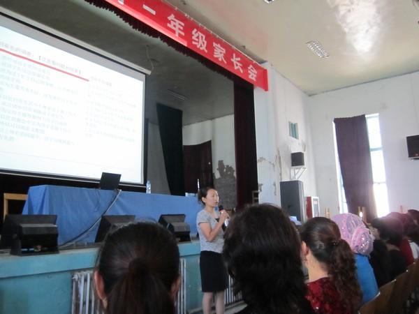 塔城市第三中学举办家庭教育专题讲座